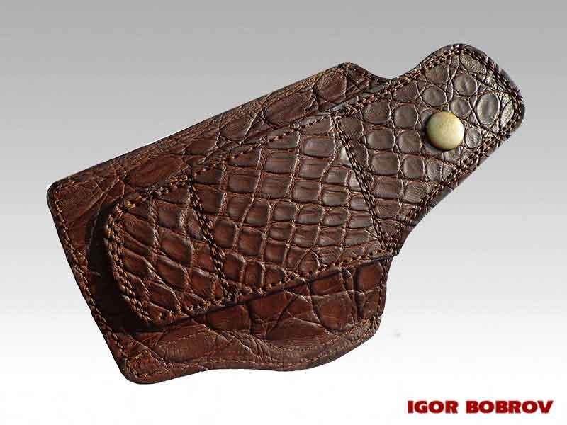 Кобура ПМ из кожи крокодила коричневая вид с сзади